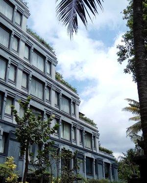 Good afternoon Saturday! Keep calm and enjoy your week end 😘......#ClozetteID#throwback#architecture #brightsky#sky#building#hyattregencyyogya#worldofhyatt#wheninYogya#HYmoments#goodvibes