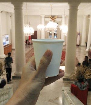 Coffee break with Arabica Malabar natural from @ngopidikantor . .. ... #ClozetteID #coffeecupsoftheworld  #handsinframe  #ngopidikantor #worktakesmeplaces #Jakarta1Pintu #BloggerBabesID #BloggerBabes #fromwhereistand #whileinbetween #lifestyleinfluencer