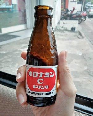 Doping saat badan mulai cranky! Kalian udah nyobain? . Kang @rsuhe, @oronaminc.id enak! Favorit! .. ... #ClozetteID #OronaminC #HealthyOishi #handsinframe #vitaminC #drink #instadrink #moodygrams #instadaily #instagood #norestforthewicked