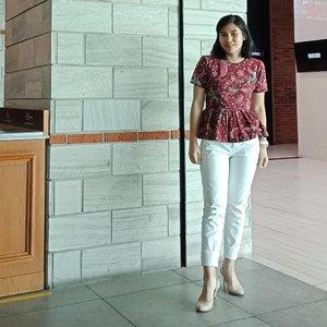 T.G.I.F 😁 . Batik blouse handmade by my mom .. 👖@berrybenka + 👠 @paylessid ... #ClozetteID #ShamelessSelfie #selfie #MeAndBerrybenka #batik #heritage #instadaily #moodygrams #wiwt #whatiweartoday #ootd #outfitoftheday #PaylessID