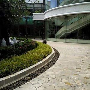 Berada di sini . .. ... #ClozetteID #BloggerBabesID #BloggerBabes #shangrila #hotel #fromwhereistand #landscape #greenery #fivestar #whileinbetween #nofilter