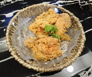 Saya tuh selalu penasaran gimana caranya goreng ayam dan hasilnya secantik ini! Ada yang punya tips-nya? . .. ...#ClozetteID#onthetable#foodbeast#foodlover#friedchicken#chicken#EatFamous#instafood#tryitordiet#foodpornshare#foodporn