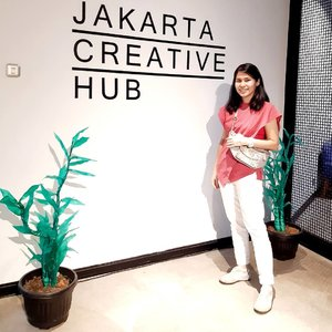 It's a Saturyay 😍.This morning I go to @shelovesdata last meet up in 2019 at @jakartacreativehub and I get a lot of insights about negotiating and persuasing..Key insight1. Research about the key stakeholder2. Know your market price or value3. You only have 3 minutes to impress4. Be mindfulof your attire5. Best Alternative to a Negotiated Agreement (BATNA)...#ClozetteID#shelovesdata#womenempowerment#learning#datatribe#instagood#selfie#ShamelessSelfie#trijigallery#berrybenka#MeAndBerrybenka