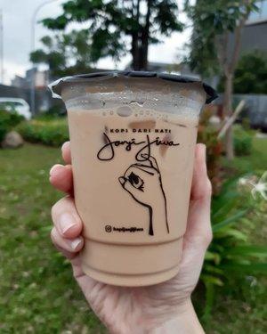 Today's good mood is sponsored by coffee 😉.Udah hari Kamis gaes... besok Jumat, siap siap buat akhir pekan. Semangat! 🤭..Terima kasih @firman237 buat traktiran kopinya 👌...#ClozetteID#anakkopi#hobikopi#instacoffee#janjijiwa#kopidarihati#temansejiwa#pesanuntukjiwa#TagsForLikes#instadaily#handsinframe