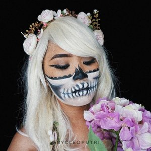 "HALF SKULL MAKEUP !👻🌼💐🌸 Inspired by @roseandben halloween makeup.... . . Deets : 👻 @lagirlindonesia Pro Coverage Foundation ""Warm Beige"" 👻 @officialsnazaroo Face Painting Black and White 👻 @anastasiabeverlyhills Dipbrow Pomade ""Chocolate"" 👻 @maybelline Hypersharp Liner 👻 @aiglowlashes G105 . . #clozetteid #clozettedaily #review #beautyjunkie #beautyjunkies #instamakeupartist #halloweenmakeup #lagirlxcleoputri #skullmakeup #halloween #beautyenthusiast #makeupjunkie #beautyvlogger #wakeupandmakeup #ivgbeauty #indobeautygram #beautyblogger #makeup #makeupaddict #makeupartist #makeupgeek #makeuptutorial #lipoftheday #eyetutorial #fotd #faceoftheday #undiscovered_muas #kbbvghosttown #kbbvmember"