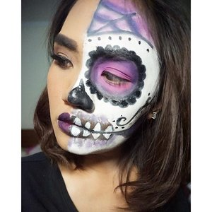 HAPPY HALLOWEEN 💀💀👻👻🎃🎃🎃🎃 hope can inspired you for Halloween Party today :) #sugarskull #sugarskullface #halfsugarskull #sugarskullmakeup #halloween #halloweenmakeup #bbloggers #bbloggerid #beauty #makeup #sfxmakeup #sfx #clozetteid #clozzettedaily #clozzette #beautythings