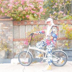 BISA!!!!! 🚴🏻♀️Yeaaayyy akhirnya aku bisa naik sepeda!!!!! Tapi boong 🤣Hahahaha enggak deng. Aku enggak mau bohong. Aku bisa kok dikiiitt. Seringnya sih oleng dan akhirnya pake kaki napak tanah jalannya 🤣🤣Aku mah gitu, enggak mau lah nipu-nipu demi keuntungan pribadi. Enggak kayak toko online yang nipu suami kemarin. Penasaran? Baca blog terbaru aku ya. Aku kasih tips juga supaya enggak kena tipu belanja online 👮🏻♀️⚖️#thehermawansjourney_blog #updateblog #lifestyleblogger #momblogger #clozetteid #onlineshoppenipu