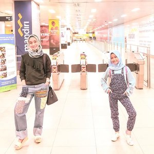 RAME LAGI⠀⠀Setelah 2 malam kemarin sepi, akhirnya malam ini rame lagi karena krucil besar udah pulang dari Quran Camp �⠀⠀Walaupun aku sering teriak-teriak klo 2 anak di rumah, rasanya lebih menyenangkan dibanding gak ada salah satu nya 😂⠀⠀Dan itu artinya, mulai sore ini, suara seriosa aku akan kembali terdengar membahana di rumah 🤣⠀⠀#clozetteid #styleofbundawian #ootdnyabundawian #thehermawansjourney #hijabkids #hijabercilik #fashionblogger #momblogger #lifestyleblogger #mominfluencerindonesia