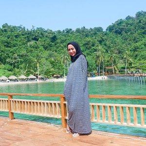 Selain Pahawang dan Klagian, ini adalah salah satu pulau di Lampung yang sempat kami kunjungi.Rutinitas ketika Lebaran di Lampung adalah mengunjungi pantai. Tapi biasanya kami hanya di Pantai Mutun saja. Kali ini, atas kesepakatan kami (para anak dan mantu) dan sedikit ancaman, mamamer dan papamer pasrah diajak nyebrang ke Pulau Tegal Mas 🏝#clozetteid #thehermawansjourney_lampung #thehermawansjourney_mudiklampung #pulautegalmaslampung #pesonamudik2019