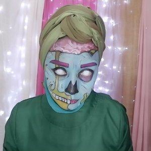 LIAT SAMPAI HABIS!!⠀⠀Belum pada tidur kan? Liat sampe akhir ya videonya, untuk nemenin malam kalian 😂Video proses make up nya bentar lagi tayang di youtube. Nonton ya gengs.... Sekalian ngereview face paintingnya imagic⠀⠀#clozetteid #wianmainbrush #makeupenthusiast #thehermawansjourney_vlog #momblogger #lifestyleblogger