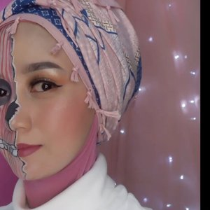 CARI MUKA⠀⠀Setiap orang tuh punya 2 muka. Bisa jadi baik, bisa juga jadi enggak baik tergantung lingkungan.⠀⠀Tapi herannya, udah punya 2 muka kok masih ada ajaaaaa yang kerjaannya cari muka 🤭😅Jangan gitu ya 😬⠀⠀#clozetteid #wianmainbrush #kingsandqueenschallenge #lipsyncmakeup #makeuptransition #makeupart