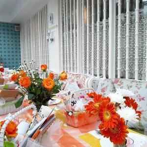 #SaturdaywithOLX  The bright flowers make me feel so happy 😄 @olxindonesia Blogger Gathering 💕 #clozetteid #ClozetteAmbassador #olx #bloggerlife #bloggergathering #olxindonesia #beautybloggerindonesia #indonesiabeautyblogger #wonderfullyn #lynebeauty #beautyblogger #flowers #orangeflower #brunch #orangerose #뷰티 #뷰티블로거 #뷰티크리에이터