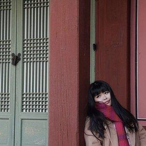 Enjoyed every late winter wind with the breathtaking view and makes me miss Seoul so much 😢.....#throwback #gyeongbokgung #gyeongbokgungpalace #seoul #lynegoestokorea #wonderfullyngetaway #lyne #wonderfullyn #clozetteid #clozetteambassador #beautybloggerid  #lynebeauty #travel #wonderfullyn #bblogger #뷰티 #뷰티크리에이터 #뷰티블로거 #핑크립스틱 #매트 #셀카 #립스틱  #메이크업아티스트 #스트릿스타일 #패션블로거