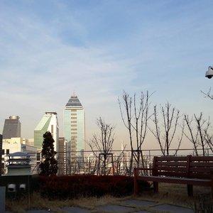 Will always miss this place 😢....#lynegoestokorea  #wonderfullyngetaway #lyne #wonderfullyn #clozetteid #clozetteambassador #southkorea #holiday #gangnam #seoul #iseoulu #beautybloggerid  #lynebeauty #travel #wonderfullyn #bblogger #뷰티 #뷰티크리에이터 #뷰티블로거 #핑크립스틱 #매트 #셀카 #립스틱  #메이크업아티스트 #스트릿스타일 #패션블로거