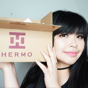 What's inside my @hermoid box???? Check it out on Hermo Indonesia Youtube Channel : Hermo Beauty 101 Soon will post the clip on my IG 😘😘😘 . . . #hermoid #hermoindonesia #hermo #hermobeauty101 #lynebeauty #wonderfullyn #clozetteid #clozetteambassador #fdbeauty #kbeauty #koreacosmetics #skincare