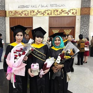 "From my graduation last week! Officially Jesslyn Prijanto, S.E Yes I'm a bachelor of economics eventhough my passion are in beauty industries After a long ehem I called it ""battle"" of the final thesis and the full support from a lot of my friends finally I graduated So happy we graduated together @geriinn @khairunnishamawla !! Also thanks a lottttt for my friends since high schools @oliviacdevi @qnywdynt @nancyyy02 @alvian2863 to gave me the wonderful surprise last week! Alsoooo my bae @dcnicgot for your support forevah 😗 . . . . #graduation #bachelorofeconomics #lyne #wonderfullyn #wisuda #clozetteid #finally #throwback"