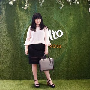 I'm at @sephoraidn for @moltoindonesia Molto Eau de Parfum Luxury Rose launching event The newest luxury perfume with the Molto Finest French Rose that made from 7 variants of finest French rose from hybrid process that can only grow in the South France . . . #Roseforalady #launching #sephoraidn #eaudeparfum #france #rose #luxury #beautyinfluencer #wonderfullyn #lynebeauty #clozetteid #fragrance