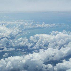 Between the clouds ☁☁☁....#lyne #wonderfullyn #clozetteid #clozetteambassador #clouds #singapore #lynetraveldiary #wonderfullyngetaway