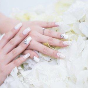 White lacey nails for wedding made by me 💅 . . . . . #madebylyne #lynenails #nailart #wonderfullyn #nailartist #lynebeauty #clozetteid #photoshoot #weddingnails #white #lace #opi #chanelnails #gelnails  #bloggerceriaid