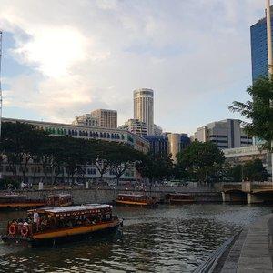 The Quay 🍻🍻🍻 . . . . #throwback #clarkequay #exploresingapore #wonderfullyngetaway #lynetraveldiary #clozetteid #wonderfullyn
