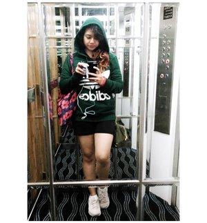 Ceritanya habis (nonton orang2) CFD. . . . #nemukaca #selfie #ootd #clozetteid #clozetter #clozette #ootindo #hoodie #adidas #skechers #messyhairdontcare