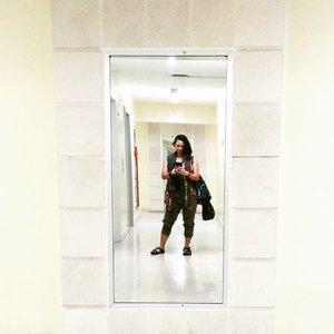 While waiting the elevator~ . . . . #nemukaca #ootd #ootdindo #clozetteID #clozette #mırrorselfie #selfie