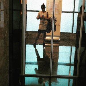 My body looks good enuff here. . . . #nemukaca #ootd #ootdindo #clozetteID #mirror