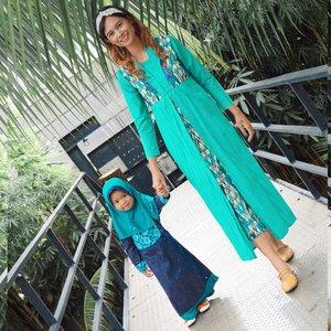 ..Memberikan kenyamanan untuk si kecil adalah prioritas saya apalagi untuk urusan memilih baju yang sikecil pakai  yang pasti faktor kenyamanan adalah hal utama. Dan suka banget muslim fashion dari @littlebeeboutique karena bahannya adem,motifnya lucu dan harganya juga terjangkau ...#lifestyleblogger #lifestyle #mominfluencer #momlife #beautybloggerindonesia #jakartabeautyblogger #indobeautysquad #beautyblogger #lookoftheday #fashion #love #clozetteid #whatiworetoday #mylook #fashionista #todayimwearing #instastyle #instafashion #outfitpost #fashionpost #todaysoutfit #fashiondiaries #fff #likeforlike #beautybloggerindonesia # #makeup #glowing #beautybloggers #muslimfashion #muslimanak
