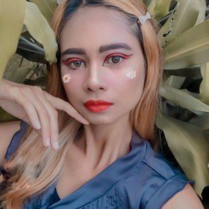 . . Like wildflowers ... You must allow yourself to grow in all the place people thought you never would ... E.V .. . . (Ternyata sulit buat face paint rapih ketika punya anak ) ... .  #lifestyle #mominfluencer #momlife #beautybloggerindonesia #jakartabeautyblogger #indobeautysquad #beautyblogger #lookoftheday #fashion #love #clozetteid #whatiworetoday #mylook #fashionista #instastyle #instafashion #makeuppost #fff #likeforlike #beautybloggerindonesia #WAH #Stayhome #beautybloggers #makeup #facepaint #sunflower