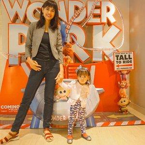 Weekend ini excaited sekali karena momy dan moana mau  nonton film Wonderpark di XXI gancy..di screening Wonderpark ini moana udah gak sabar ingin melihat aksi June si kecil yang kreatif dan memiliki imajinasi yang tinggi dan teman2 hewannya yang lucu-lucu banget.Oh iya film Wonderpark ini mulai tayang tanggal 13 Maret ya mom dan bisa disaksikan dibioskop terdekat bersama keluarga ..@uipmoviesid @clozetteid #WonderparkID #clozetteID