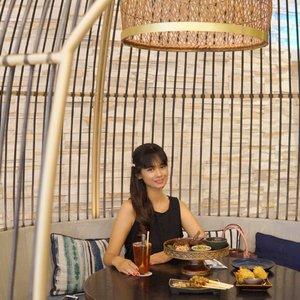 ---Suka banget masakan Indonesia and today im lunch @helloputumade jadi Restaurant Indonesesia yang specially masakah Bali ..Jadi aku coba menu - Ayam Klungkung - Sate lilit ayam- Healthy Jus strowberry with tea - Tahu Isi Udang ..Jadi gak usah jauh-jauh ke Bali kamu cukup ke @helloputumade di senayan city.Thks for having me @helloputumade ..#ditraktirbogagroup #qravedforputumade #helloputumade #qraved #lifeistasty #bogagroup#clozetteid