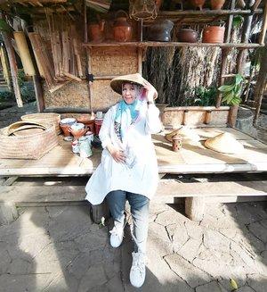 "Morning Wednesday 💋Kangen Bandung, kangen dengan menu-menu nya RM Ponyo dan spot-spot keceh buat foto-foto. Yang paling ngangenin dengerin ocehan Sang Guru yang selalu mengingatkan ""Jangan Menuding Jika Tak Laik Bertanding""#Bandung#ponyo#kuliner#travelgram#clozetteid"