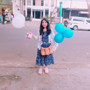So happy with the balloon 🎈🎈🎈  Life is like a balloon. If you never let yourself go,  You'll never find out how far you can rise.  Its pretty cute I think when use the pink theme in photo 😙😙😙  ps : its old photo before pandemic ✌🏻  Taken by #lovely_phuss #IphonePhuss #Iphone7Plus  #iphone7plusphotography #iphoneography #iphone #Newbie #newbiephotographer #newbiephotography  #HDR #hdrphotography #photography #PhussMoto #smartphonephotography #phonephotography #motopakehape #photography   #balloon #balloons #pretty #prettygirls #prettywoman #pinkspade #pink #happy #happygirl #happywoman #singlemom #singlewoman #findingnewlove #clozetteid