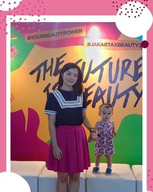 .Akhirnya tahun ini bisa hadir ke acara #JakartaxBeauty setelah tahun-tahun sebelumnya terhambat hamil besar & hal lainnya.Aku beruntung karena dapet free invitation jadi makin semangat untuk hadir dari hari pertama.Tentunya dengan Miyuki yang mendampingi di baby carrier.Tapi ketika sampai di Beauty Tent jam 10, antrian untuk masuknya sudah mengejutkan.Meskipun katanya line untuk invitation dipisah, tapi kami mengantri hampir 1 jam juga.Kasihan Miyuki yang kepanasan dan bosen menunggu.It would be great kalau ada antrian khusus ibu hamil, ibu dengan bayi/balita, dan pengguna kursi roda.But it was a FUN experience meskipun ternyata usia ga bisa bohong ya.Cape juga keliling Beauty Tent lalu ke Beauty Hall di lantai 8, then ke Main Atrium.Yang paling menyenangkan si karena bisa mengenal lebih banyak brand baru terutama indie brand.Dan tentunya teramat salut sama kerja keras team #FemaleDaily yang bisa menyelenggarakan acara tahunan yang dinanti banyak orang, tiap tahun makin besar, makin rame, makin heboh.Hopefully next year #JxB bisa diselenggarakan di satu space yang lebih luas biar bisa mengakomodir dengan lebih baik juga. Amin!Thank you juga untuk @septrianadiaz & @oliviaayu yang sudah menemani ❤️..#JakartaxBeauty2019#ClozetteID#MiyukiandMom#OOTD
