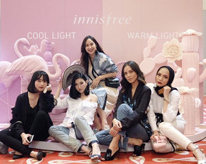 Had a great time with these beauties at yesterday's newly launched of My Palette @innisfreeindonesia 'My Pallete' has wide range of shades from eyeshadow to concealer that you can customized just like what i got on my own 'Warm Dark' pallete. So gurls, go get your own palette and create your own color 😘...#miradamayanti #Innisfree #MyStyleMyPallete #InnisfreeIndonesia #korean #beauty #makeup #blogger #girls #squad #peopleinframe #people #ladyinframe #laugh #portrait #ClozetteID #fashion