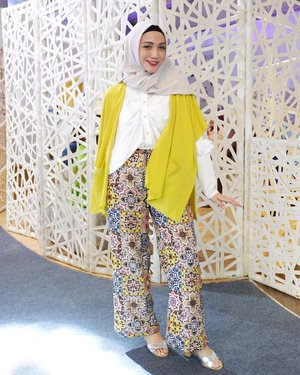 Wearing @saptodjojokartiko X @havaid at #jfw10yrs: day 4#miradamayanti #hijabfashion #hijabootdindo #hijabootd #yellow #HavaID #ootd #ClozetteID