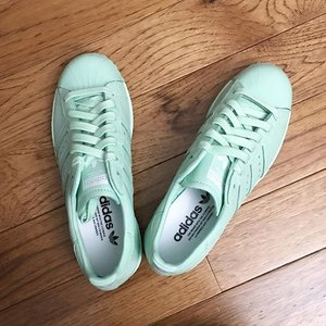 Wheeeeeeeee!!!! So pumped when this show up at my doorstep today! Gorgeous customized @adidasoriginals , all mint, my fav. Color 😍😍😍 #kireimakeup #bbloggersca #bbloggers #shoes #adidas #adidasoriginal #customized #mint #seafoamgreen #fashion #fotd #lotd #ootd #pretty #spring #mintshoes #mintadidas #clozette #clozetteid