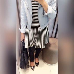 Stripes #ClozetteID #hijab #HijabiQueen #ootd #iwearminimal #minimalmixmatch