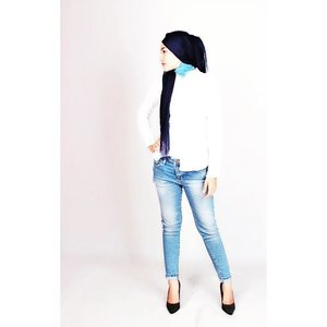 #whiteshirtbluejeans #ootd #HijabiQueen #hijab #ClozetteID #simplycovered #modestyofahijabi #modestyisgorgeous