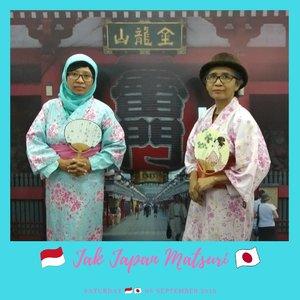 Neng Wina dapat tugas dr kerjaannya di JICA (Japan International Coorporation Agency) di event #jakjapanmatsuri2018 🇮🇩🇯🇵 Her Mom dapet jatah undangan, akhirnya daku nemenin dah...Selain itu sebenernya daku pengen ke event di sebelahnya juga... Daku en her Mom manfaatin pakek2 yukata yg ada di salah satu booth deh, walaupun sebelumnya daku udh ada bbrp foto pakek dress ala2 Jepang ginih. Bahkan Mama Hana waktu ke Jepang sempat beli sepasang dress traditional Jepang ini...👘💴🇯🇵 #JakJapanMatsuri #Jakarta #japanesefashion #yukata #traditional #Culture #staycation #Event #TravelBlogger #balqis57travel #dress #Blogger #asian #clozetteid