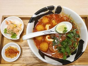 Seafood Tom Yum Ramen dari Menya Mushashi Bukotsu Kota Kasablanka Jakarta. Ada bakso goreng seafood-nya juga. Unik paduan bahannya, dan saya ngerasa cocok dgn menu ini.  Harga 1 set (plus Iced Ocha) : Rp 79.695 include.  Dinner seusai acara Resonation 2018  #Dinner #tomyamsoup #Ramen #japanesefood #Foodie #FoodBlogger #balqis57kuliner #Kuliner #clozetteid