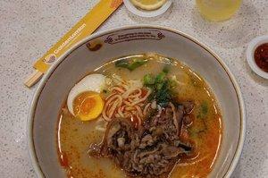 Spicy Beef Lamian Tingkat kepedasannya level 2 🌶️🌶️ Tapi daku gak ngerasa pedes2 amat deh 😀 Harga sekitar hampir 50rb-an. Gak inget bgt krn struk pembayarannya ntah daku taruh dmn... Ini beli di Golden Lamian versi foodcourt-nya ya, di Grand Indonesia 🏢  #noodles #AsianFood #FoodBlogger #Foodie #Gastronomy #FoodInsta #balqis57kuliner #indonesianfoodblogger #clozetteid