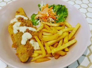 Lunch hari ini : Fish and Chips 🐟🥔 di resto Tuanruma @greenpramukasquarejakarta  #FoodBlogger #Food #Culinary #Restaurant #Cafe #fishandchips #balqis57kuliner #Kuliner #Weekend #InstaFood #clozetteid