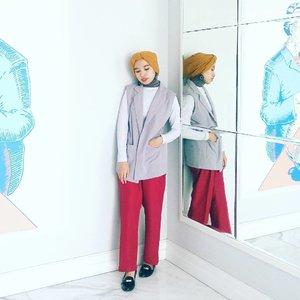 Being minimal doesn't kill me, right?#minimalist #currentmood #clozetteid #abmlifeisbeautiful #hijabi #chictopia #hijabchic #sundaymood #fashionblogger #lookbookindonesia