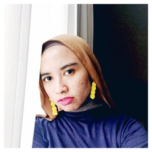 Friday night baby. Get ready for weekend...#clozetteid #acolorstory #yellowpower #abmlifeiscolorful #hijabstyle #starclozetter #weekendiscoming #hijabchic #chictopia #fridaymoods