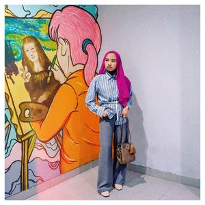 Waktu itu diajak @virgiemahardhika keliling @bdg.creativehub. Sering ngelewatin tapi baru kali ini masuk dan ternyata banyak spot cantik. Udah gitu kita bisa pakai fasilitas yg ada gratis. Cukup lengkapi persyaratannya aja . Jadi kepikiran buat workshop. Ya gak gi? 👩🏻🎨 . . #clozetteid #explorebandung #starclozetter #abeautifulmess #fromwhereistand #hijabi #ihavethingswithwalls #abmlifeiscolorful
