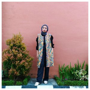 This clashing pattern featuring my color, yellow mustard and fuchsia. New blog is coming! Click link in my bio . . . #clozetteid #acolorstory #abmlifeisbeautiful #abeautifulmess #chictopia #starclozetter #fashionblogger #hijabchic #whatwelike #lifeisgood #ootdind #clashingpatterns
