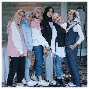 Yesterday @zoyacosmetics gathering with these gorgeous ladies . . . #Clozetteid #abmlifeiscolorful #flowerpowerzoyacosmetics #whatwelike #starclozetter #pasteleverything #abeautifulmess #zoyacosmetic #chictopia #hijabi