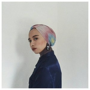 New post up! Untuk kamu yg penasaran/cari referensi turban instant bisa cek post terbaruku di blog ya. Klik link di bio atau bit.ly/reviewturban  Btw, aku pake tie dye turban @winonamodest. Favoritmu yang mana? Style no.1 atau 2? . . . #Clozetteid #turbanstyles #hijabstyle #chictopia #hijabchic #starclozetter #reviewproduk #lookbookindo #abeautifulmess #acolorstory #lifeisgood #whatwelike