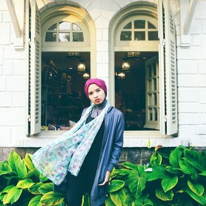 Dancing scarf isn't it?#clozetteid #chictopia #abmlifeisbeautiful #flowerpower #encycloid #hijabchic #ootd #turbanstyle #fashionbloggers